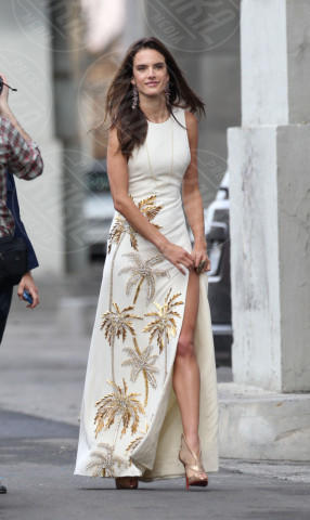 Alessandra Ambrosio - Los Angeles - 27-02-2014 - L'estate addosso? Vestiti come Reese Witherspoon