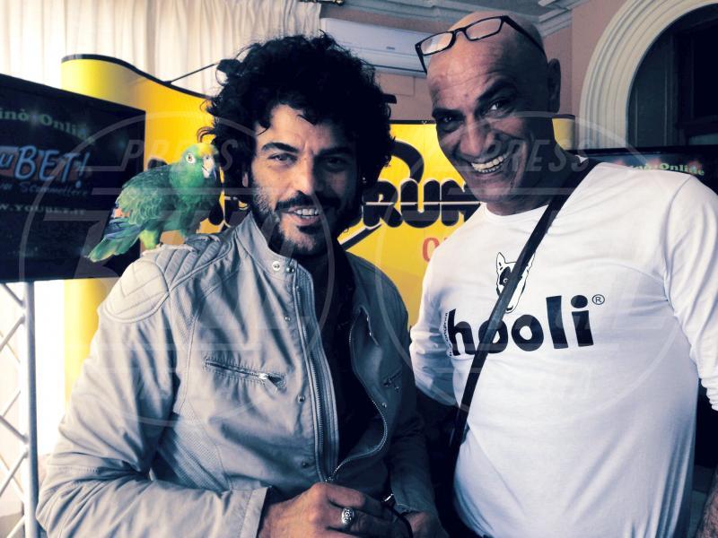 Francesco Lombardi, Ghyblj, Francesco Renga - amore - Sanremo - 22-02-2014 - Diario di Amore, il pappagallo del Papa, da Sanremo