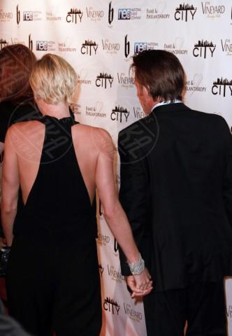 Sean Penn, Charlize Theron - Los Angeles - 03-03-2014 - Sean Penn e Charlize Theron, due cuori e una magione