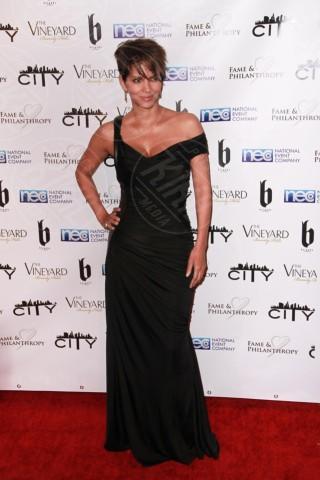 Halle Berry - Los Angeles - 03-03-2014 - Sul red carpet come una dea: il ritorno del monospalla