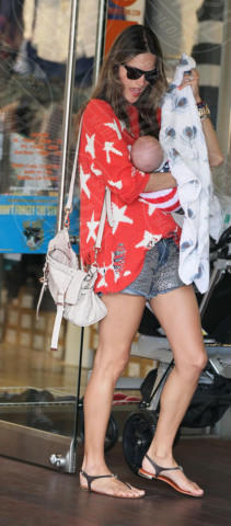 Noah Mazur, Alessandra Ambrosio - 04-07-2012 - L'estate addosso? Vestiti come Reese Witherspoon