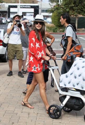 Alessandra Ambrosio - 04-07-2012 - Taylor Swift e Alessandra Ambrosio: chi lo indossa meglio?