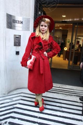 Paloma Faith - Londra - 08-03-2014 - Sarà un inverno caldo… con un cappotto rosso!