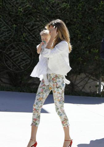 Vivian Lake Brady, Gisele Bundchen - Los Angeles - 08-03-2014 - In primavera ed estate, mettete dei fiori… sui pantaloni!