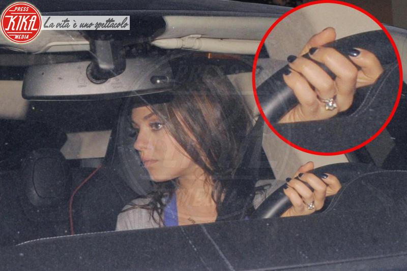 Mila Kunis - Los Angeles - 08-03-2014 - Emily Ratajkowski mostra l'enorme anello di fidanzamento