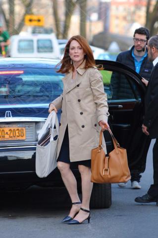 Julianne Moore - New York - 11-03-2014 - La primavera è alle porte: è tempo di trench!