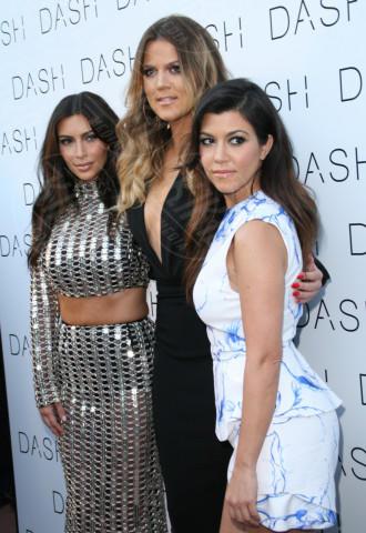 Khloe Kardashian, Kourtney Kardashian, Kim Kardashian - Miami - 12-03-2014 - Kim Kardashian: la vita le va stretta, gli abiti anche!