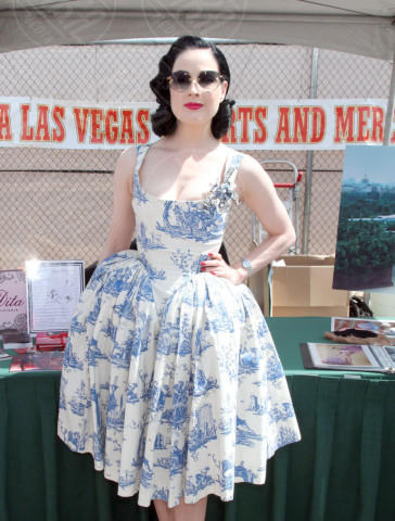 Dita Von Teese - Las Vegas - 05-05-2011 - Vita stretta e gonna ampia: bentornati anni '50!
