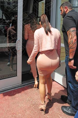 Kim Kardashian - Miami - 12-03-2014 - Kim Kardashian: la vita le va stretta, gli abiti anche!