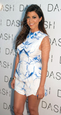 Kourtney Kardashian - Miami Beach - 12-03-2014 - Kim Kardashian: la vita le va stretta, gli abiti anche!