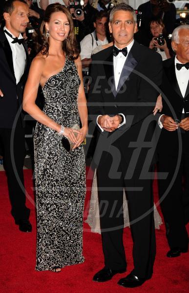 Sarah Larson, George Clooney - New York - 06-05-2008 - George Clooney papà: tutte le ex fidanzate