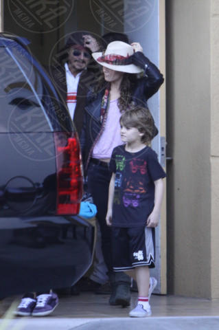 John Christopher Depp, Vanessa Paradis, Johnny Depp - Miami - 19-12-2010 - Lily Rose difende il padre Johnny Depp: