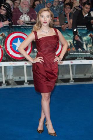 Scarlett Johansson - Londra - 20-03-2014 - Le celebrity? Tutte pazze per il bordeaux…