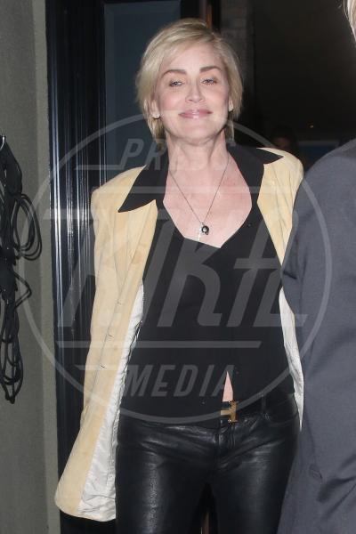 Sharon Stone - Los Angeles - 21-03-2014 - Sharon, qualche volta il reggiseno mettilo. O anche no