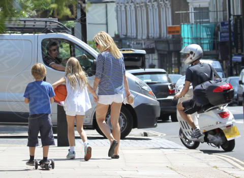 Apple Martin, Moses Martin, Chris Martin, Gwyneth Paltrow - Los Angeles - 25-03-2014 - Uno shorts non fa primavera… ma tutti questi sì!