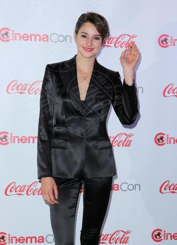 Shailene Woodley - Las Vegas - 27-03-2014 - Theo James: