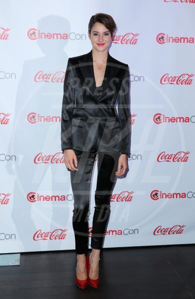 Shailene Woodley - Las Vegas - 27-03-2014 - Le celebrities in rosa vogliono i pantaloni