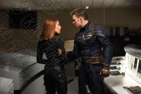 Chris Evans, Scarlett Johansson - Le eroine del grande schermo combattono per un mondo più rosa