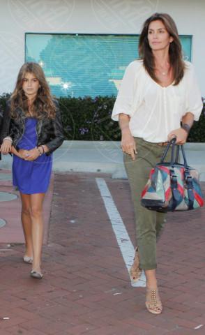 Kaia Gerber, Cindy Crawford - Los Angeles - 24-08-2011 - Sei uguale ai tuoi genitori! I vip ricorrono alla clonazione?