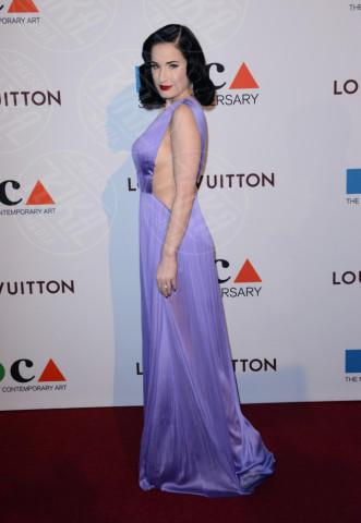 Dita Von Teese - Los Angeles - 29-03-2014 - Il red carpet sceglie il colore viola. Ma non portava sfortuna?