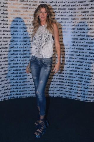Gisele Bundchen - Rio de Janeiro - 02-04-2014 - Il jeans, capo passepartout, è il must dell'autunno