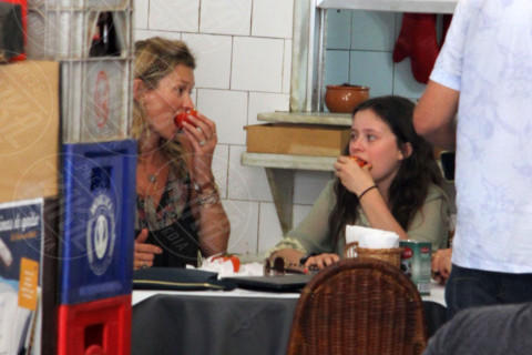 Lila Grace Moss, Kate Moss - Rio de Janeiro - 03-04-2014 - Tale madre tale figlia, giovanissima: la riconosci?