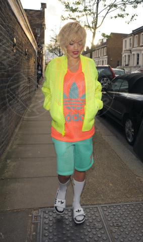 Rita Ora - Londra - 04-04-2014 - Celebrity con i piedi per terra: W le pantofole!