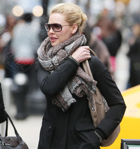 Katherine Heigl - New York - 05-04-2014 - Con sto freddo con sto vento, chi esce senza sciarpa?