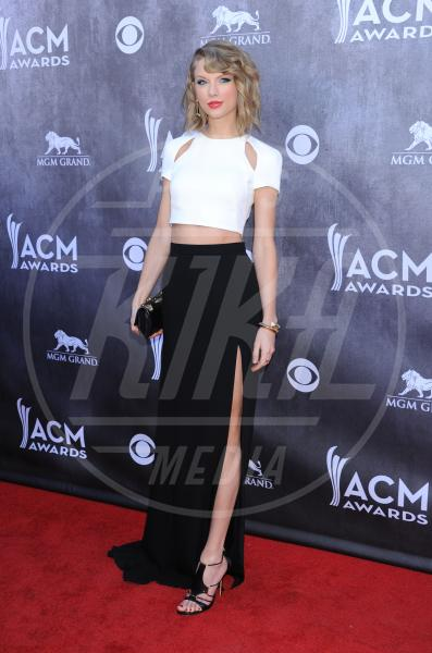 Taylor Swift - Las Vegas - 06-04-2014 - Top Crop & company: pancini al vento sul red carpet