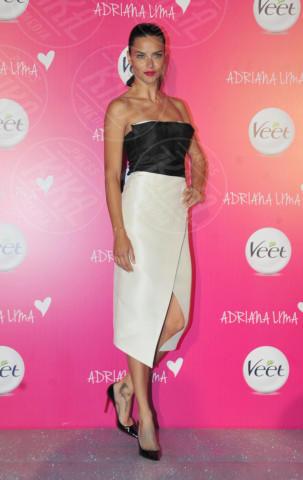 Adriana Lima - Istanbul - 06-04-2014 - Bianco e nero: un classico sul tappeto rosso!