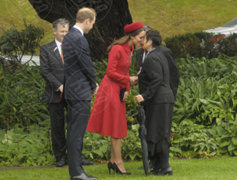Principe William, Kate Middleton - Wellington - 07-04-2014 - Prima spedizione oltre i confini per il principino George