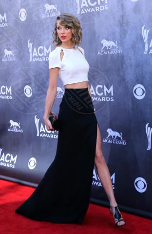 Taylor Swift - Las Vegas - 06-04-2014 - Bianco e nero: un classico sul tappeto rosso!