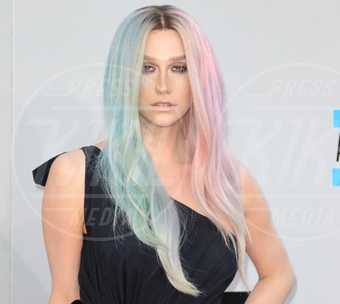Kesha - Los Angeles - 24-11-2013 - Dalla caduta alla rinascita: Kesha ritorna con il singolo Prayng