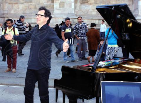 Il pianista fuori posto, Paolo Zagarella - Milano - 10-04-2014 - Il Pianista fuori posto, concerti per le strade d'Italia