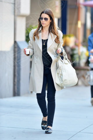 Jessica Biel - New York - 12-04-2014 - La primavera è alle porte: è tempo di trench!