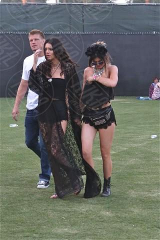 Kendall Jenner, Kylie Jenner - Los Angeles - 12-04-2014 - Quando i vestiti non fanno il loro dovere la gaffe è assicurata