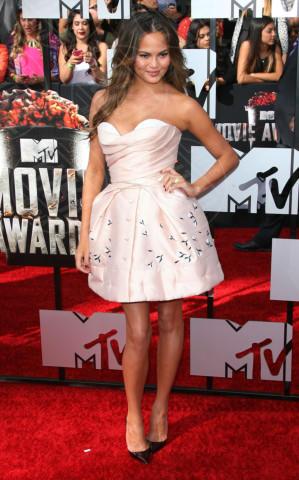 Christine Teigen - Los Angeles - 13-04-2014 - L'abito della bella stagione? Il corolla dress, sexy e bon ton!