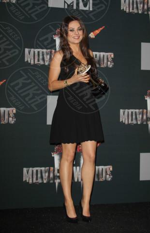 Mila Kunis - Los Angeles - 13-04-2014 - Mila Kunis e Ashton Kutcher, per Wyatt battesimo alla Kabbalah