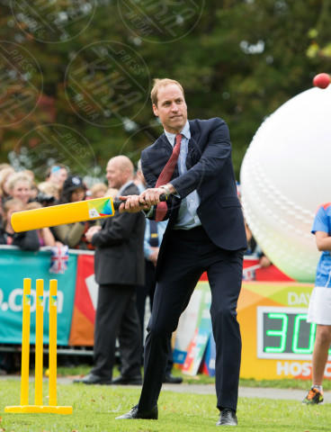 Principe William - Christchurch - 14-04-2014 - ... e adesso Sporty Katie ci prova anche con il cricket