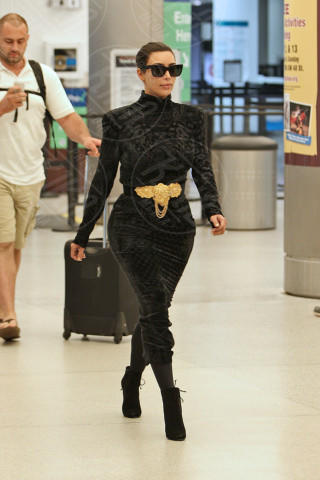 Kim Kardashian - Miami - 14-04-2014 - In carrozza! Anche il viaggio ha il suo dress code