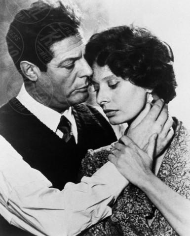 Marcello Mastroianni, Sophia Loren - Hollywood - 01-06-1975 - Coppie famose: innamorati sul set. E nella vita?