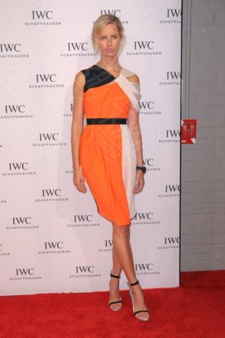 Karolina Kurkova - Manhattan - 18-04-2014 - Viola o arancione? È questo il dilemma… per Halloween!