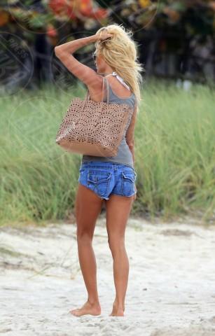 Victoria Silvstedt - Miami - 19-04-2014 - Paglia, vimini & corda: ecco le borse dell'estate!
