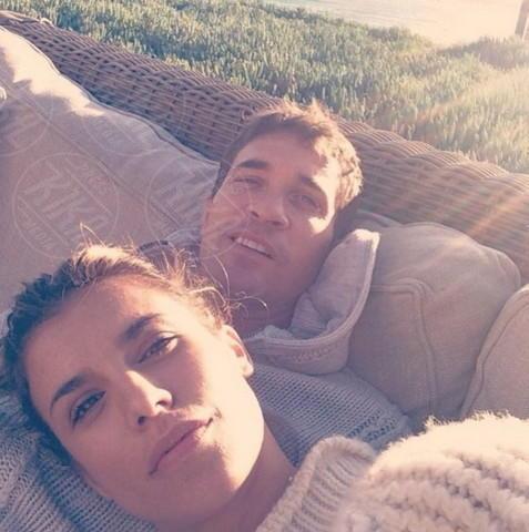 Brian Perri, Elisabetta Canalis - Los Angeles - 21-04-2014 - Elisabetta Canalis: imbronciata per le nozze annullate