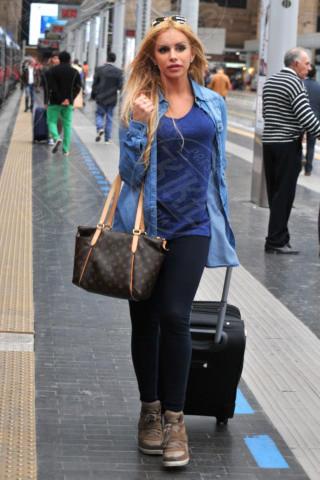 Veronica Graf - Milano - 27-04-2014 - Fashion Week o viaggio di piacere, i travel outfit delle star