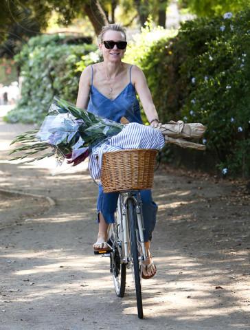 Naomi Watts - Los Angeles - 28-04-2014 -  Dove vai se la bicicletta, trendy, non ce l'hai?