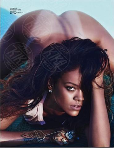 Instagram censura il nudo di Rihanna