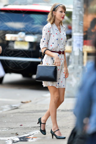 Taylor Swift - New York - 02-05-2014 - Taylor Swift e Zooey Deschanel: chi lo indossa meglio?