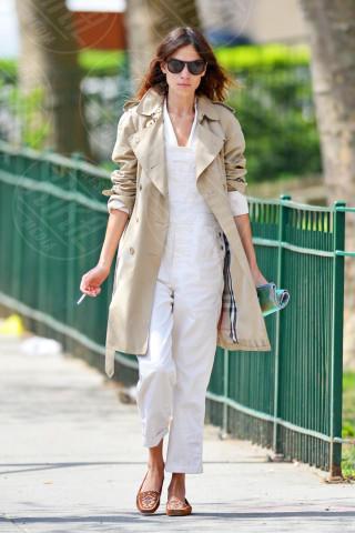 Alexa Chung - New York - 02-05-2014 - La primavera è alle porte: è tempo di trench!