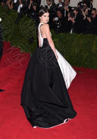Hailee Steinfeld - New York - 05-05-2014 - MET Gala: bianco e nero, un classico sul tappeto rosso